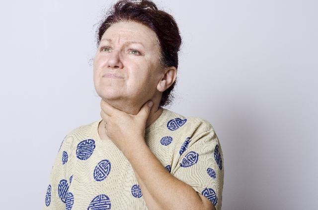 喉が痛い 女性